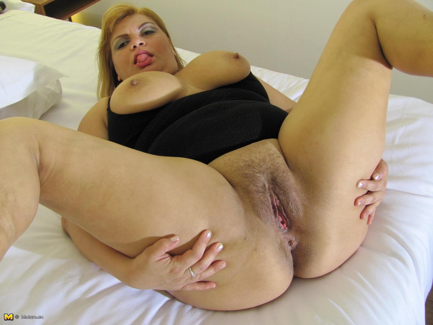 shemale anal fucks girl