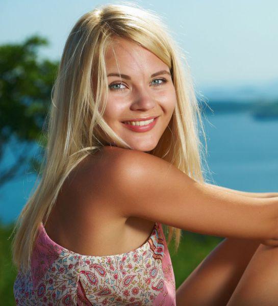 Margo femjoy blonde hairy