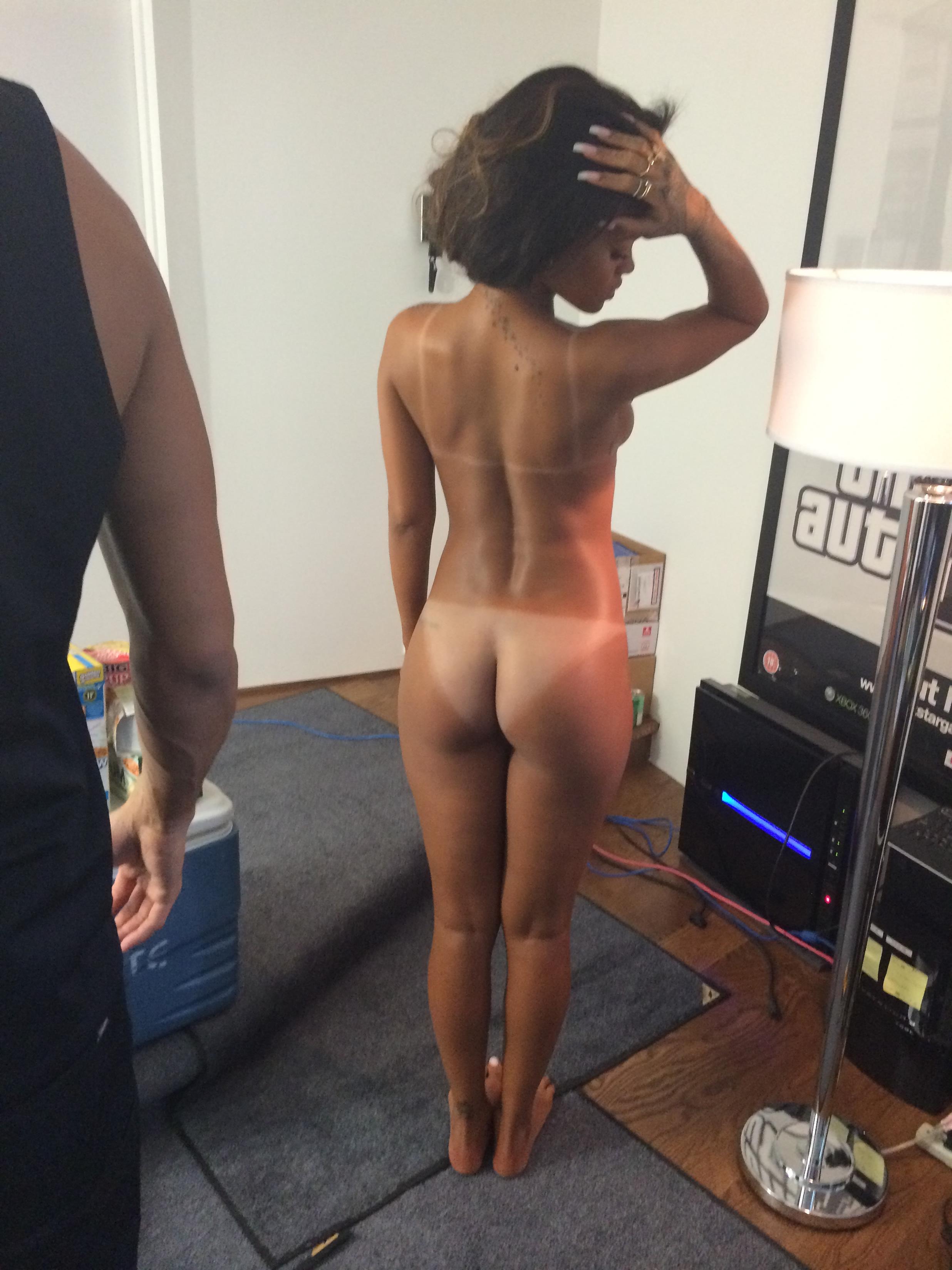 ThE nude model girL Erica )
