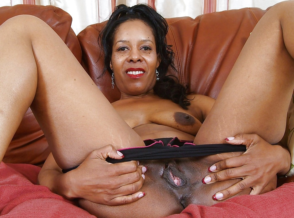 Amateur interracial ebony gangbang