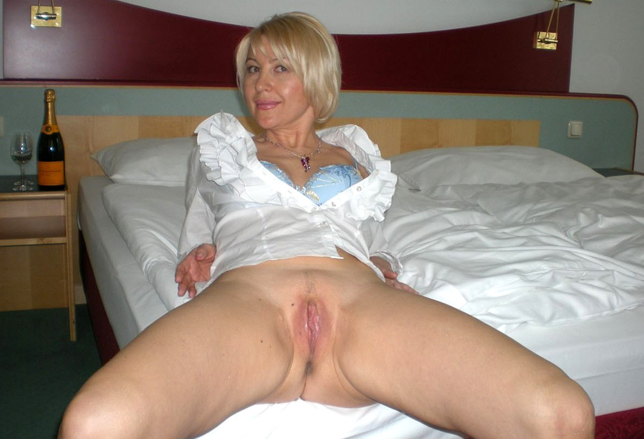 Amateur blonde milf short hair