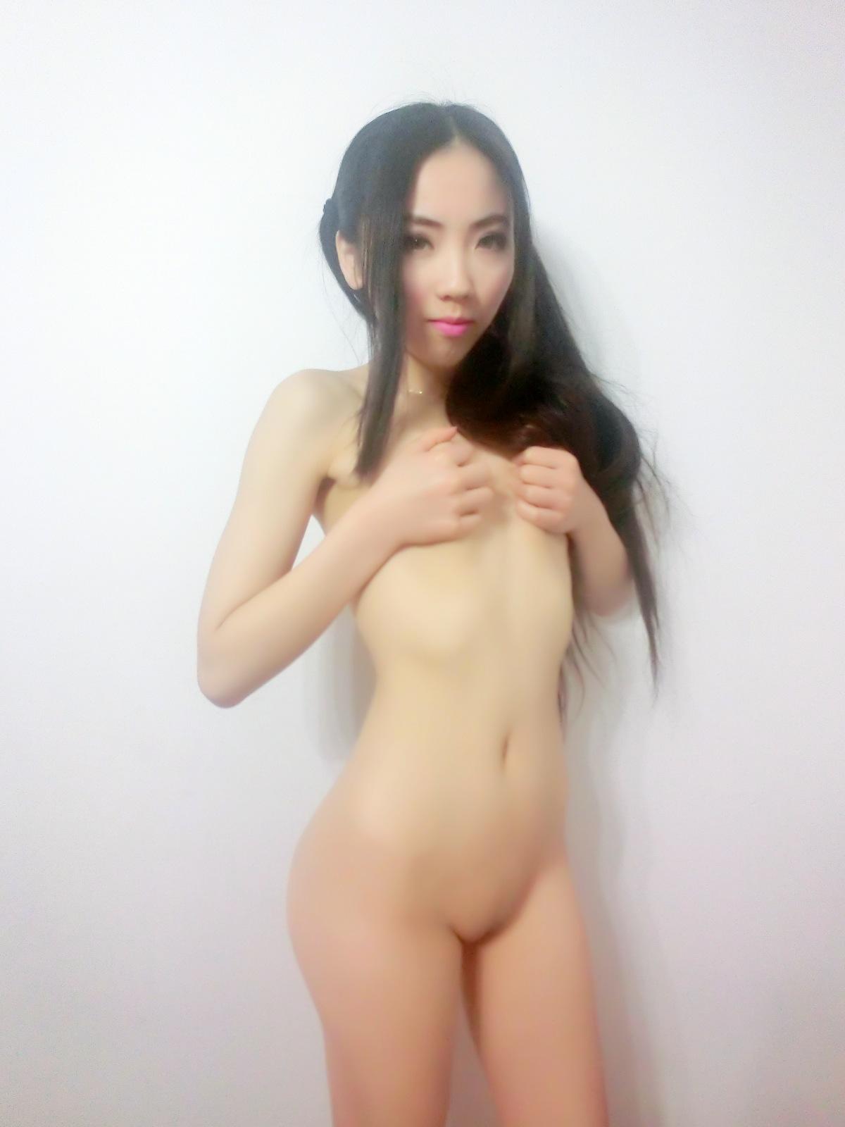 Skinny femjoy nude babe