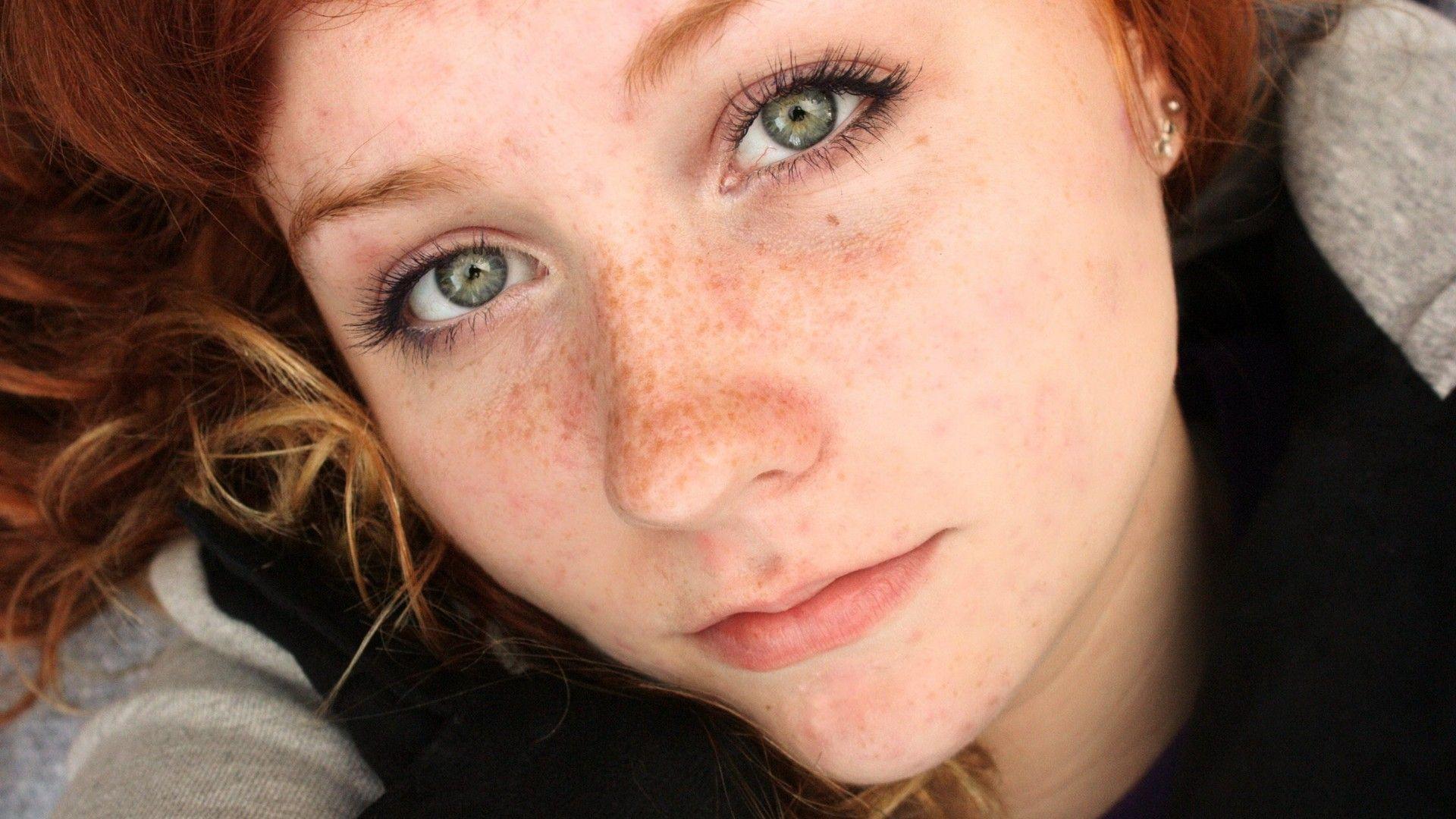 Sarah Lancaster nude