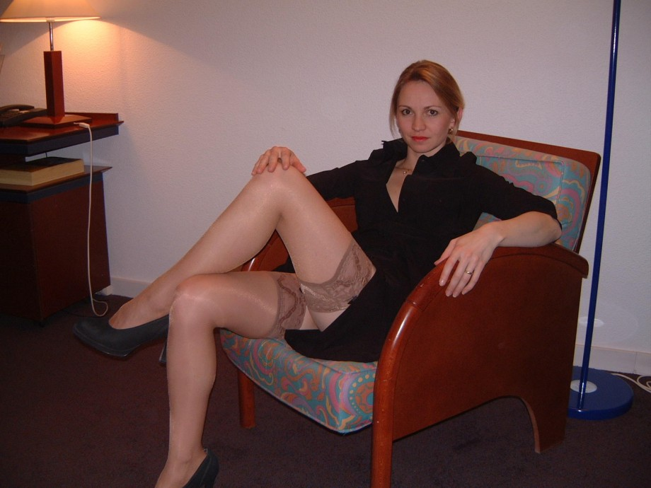Mature amateur wife spreading legs pussy