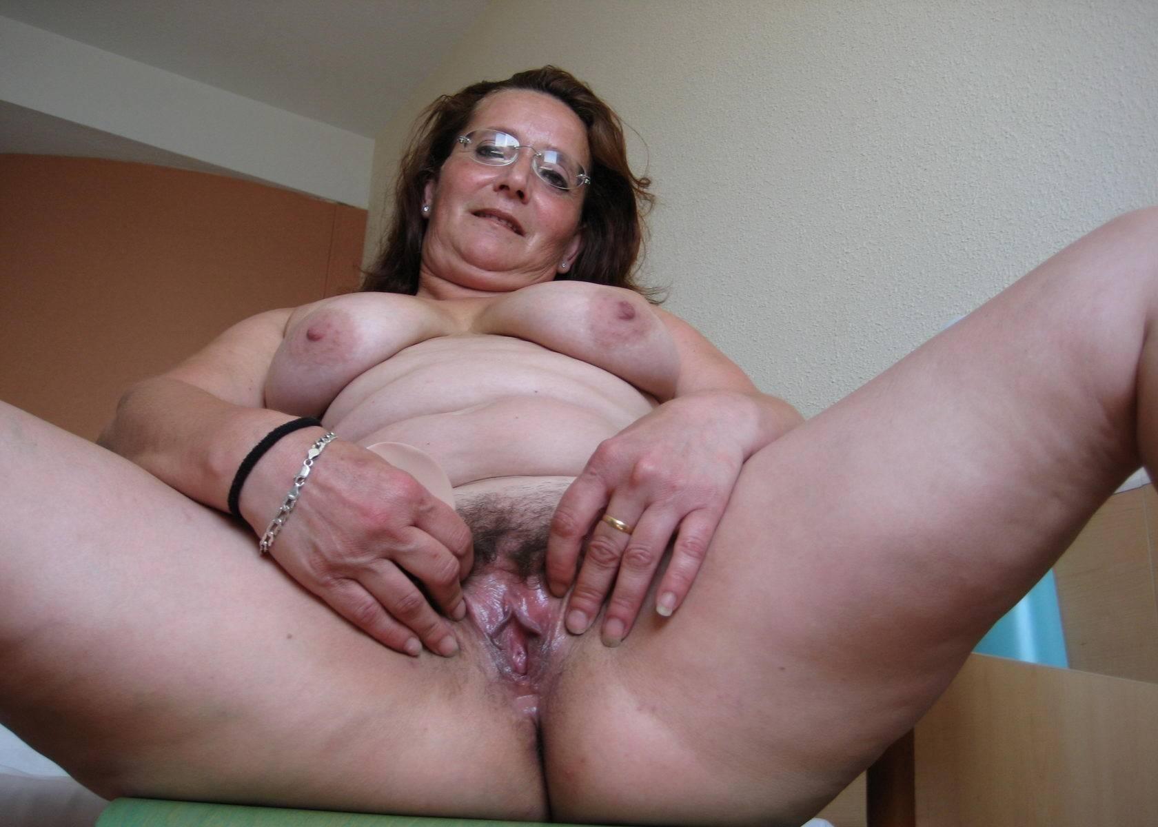 Naked big tits breastfeeding