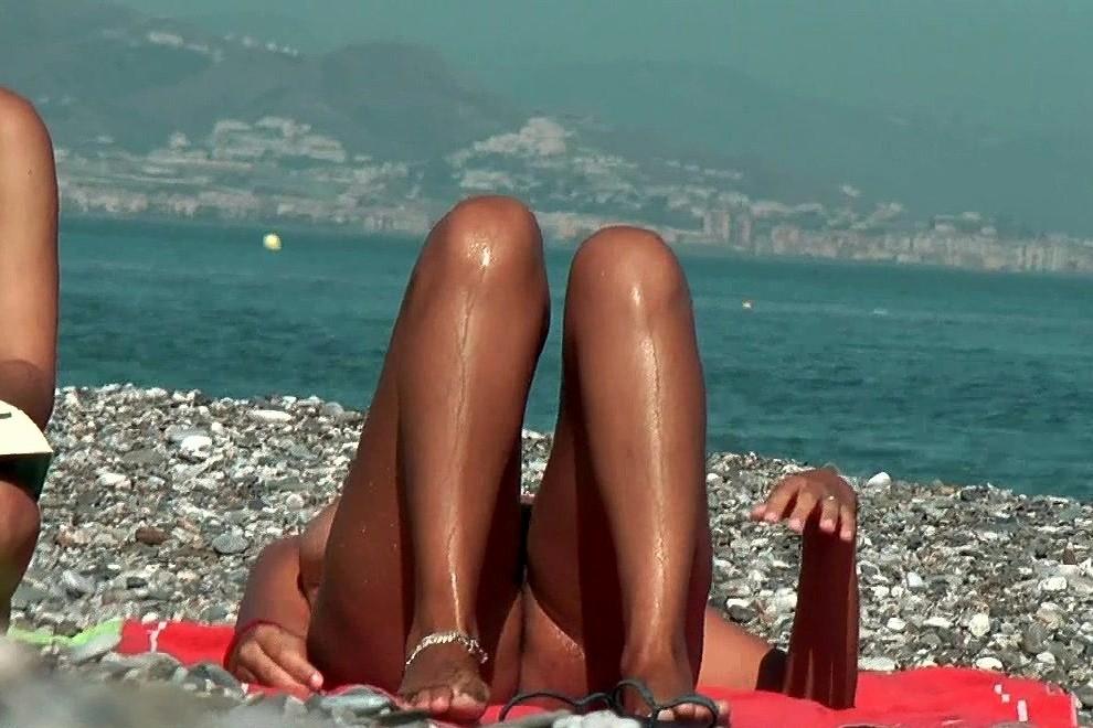 Interracial nude lesbian art