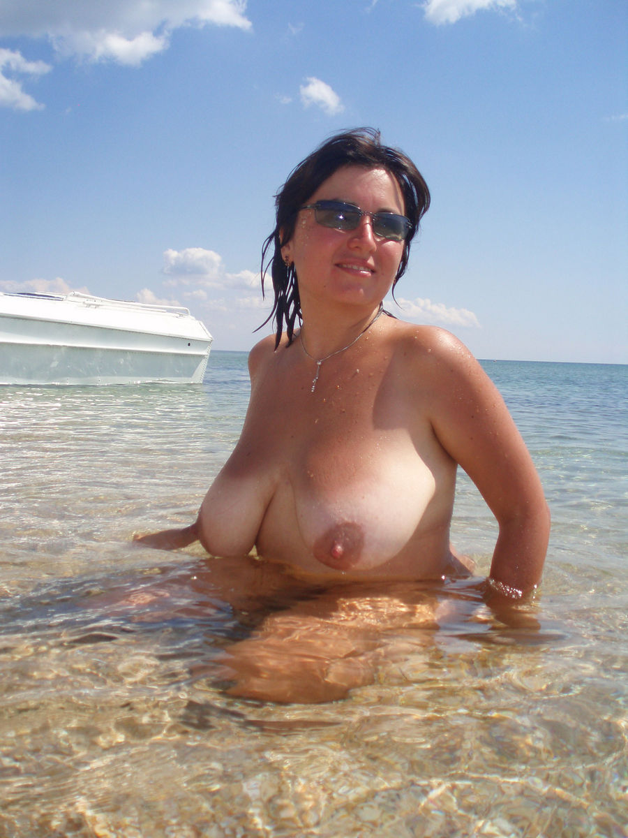 Russian mature busty on the beach! amateur!