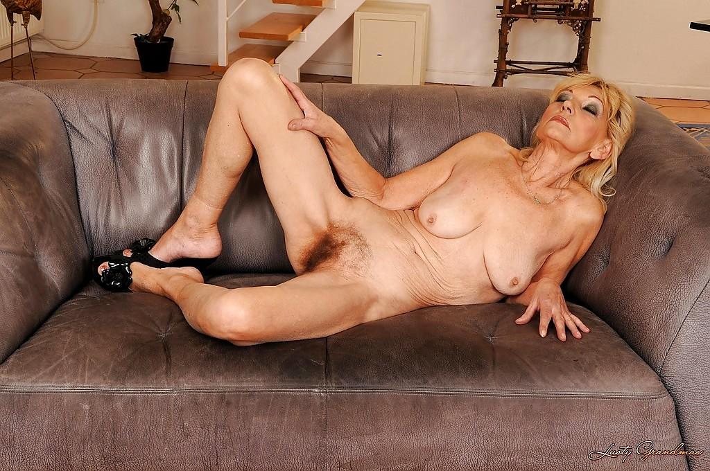 Hayden panettiere cleavage