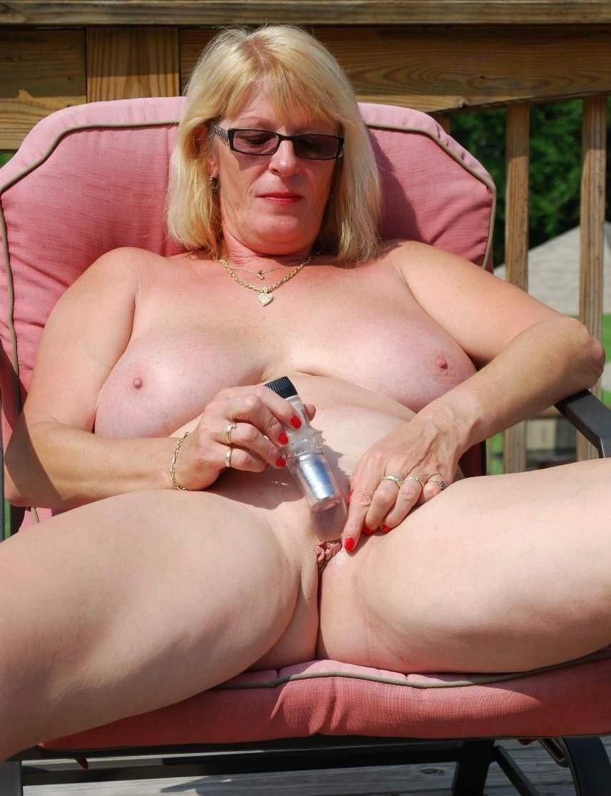 Pregnant nancy nude