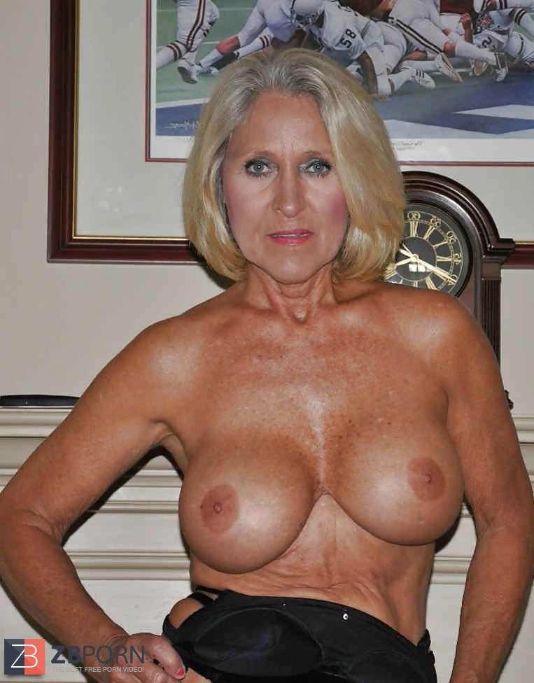 hairy blonde vagina