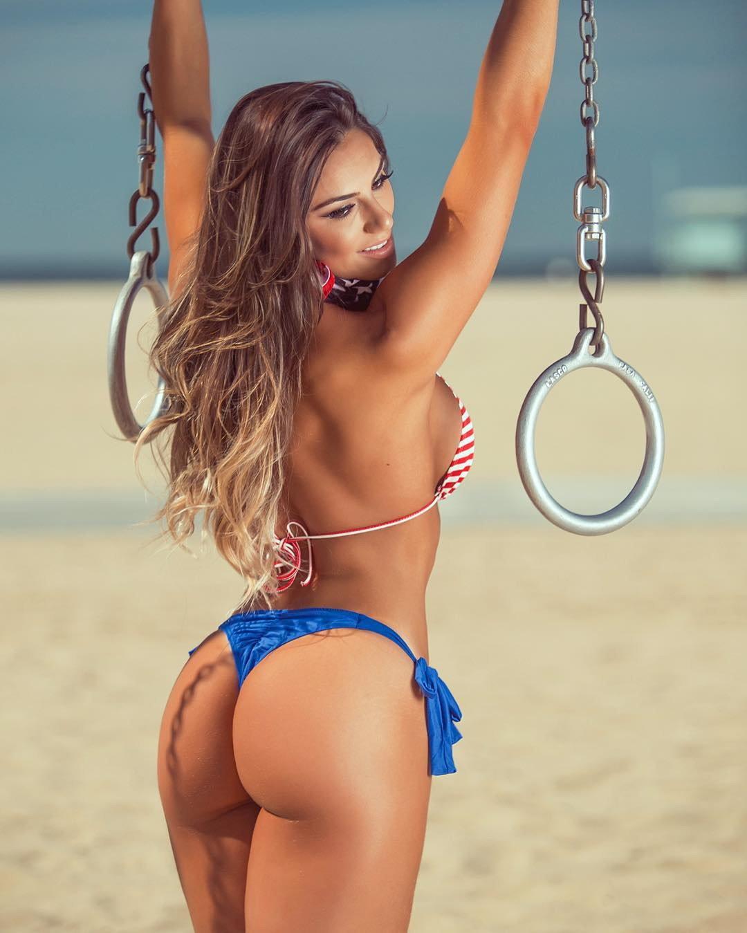 Nude mature women spread ass