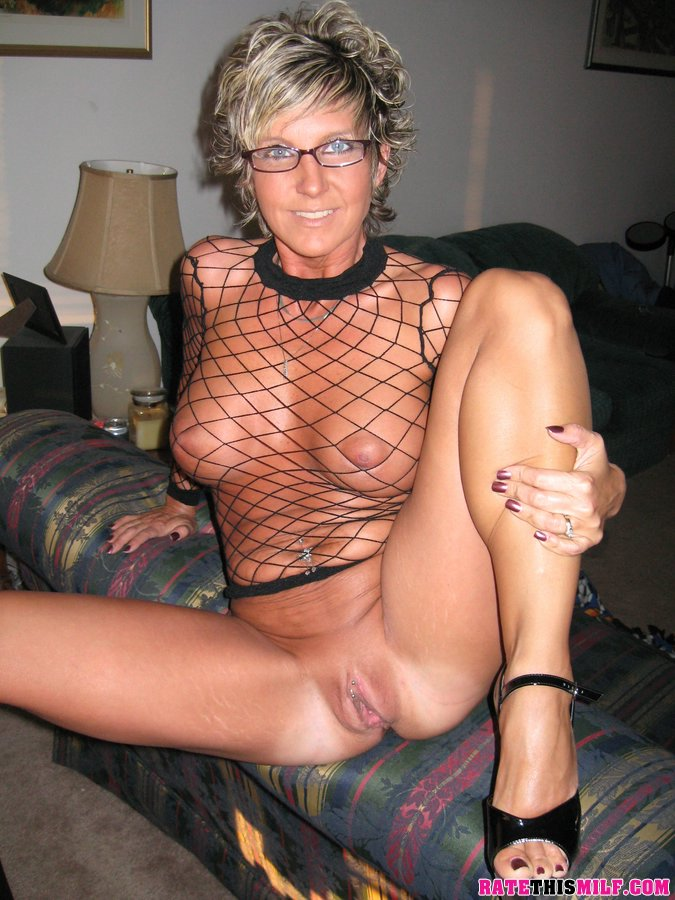 Amateur milf with shaved pussy anal sex