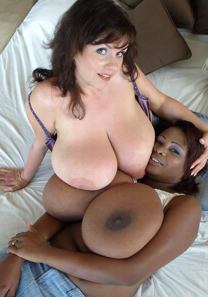 Beautiful women posing naked