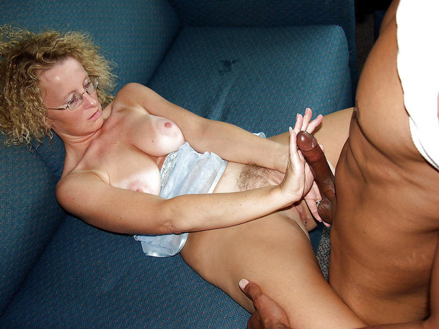 Women on her knees sucking cock