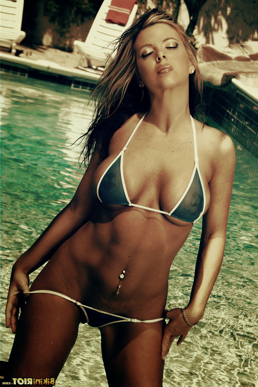 Mature nude muscle women