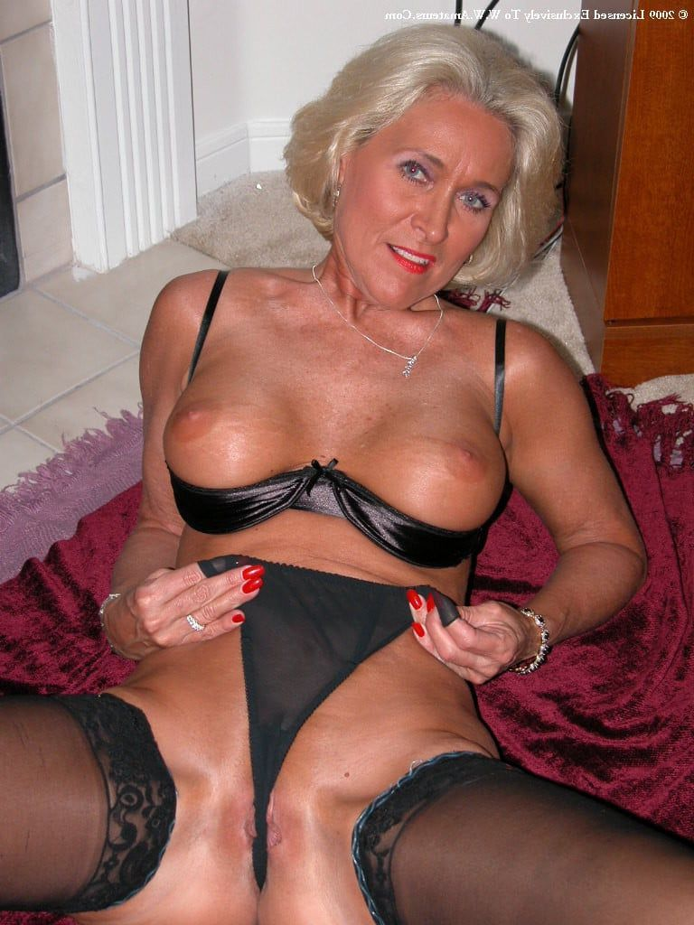 Naughty housewife on webcam