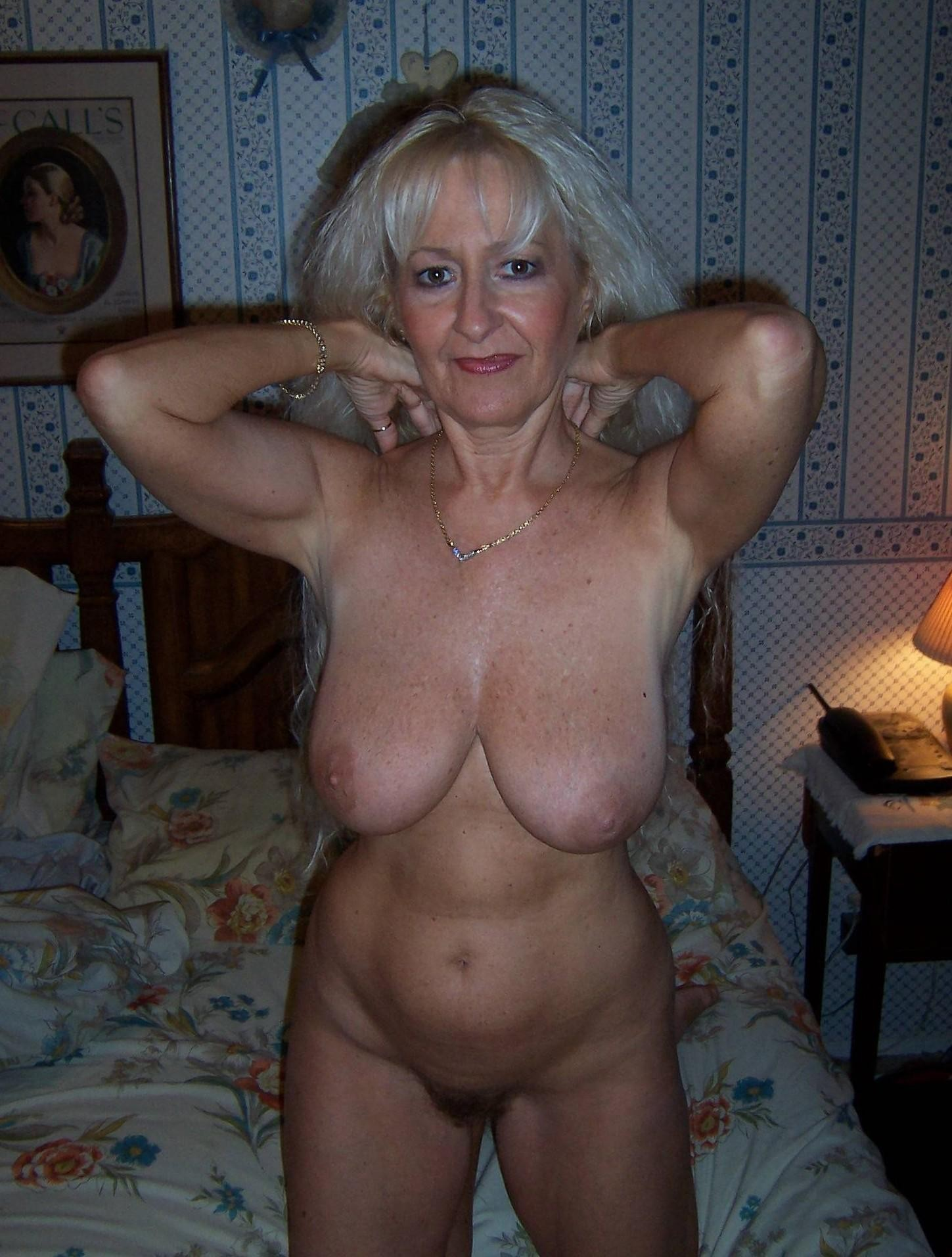 mature moms porn photos