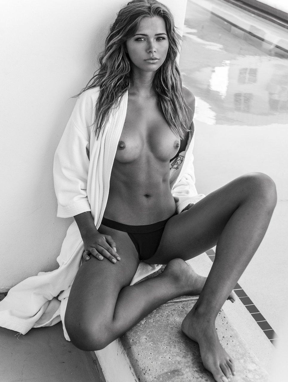 Seductive women non nude
