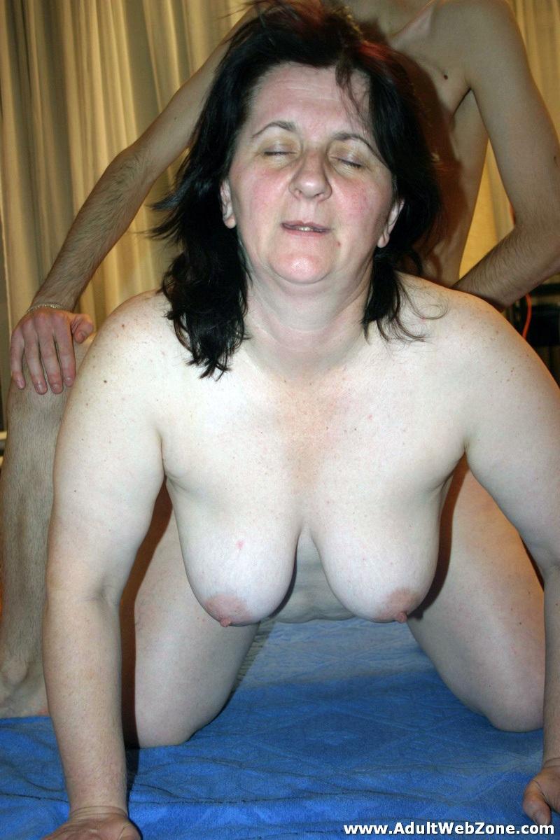 Amateur mature women having sex