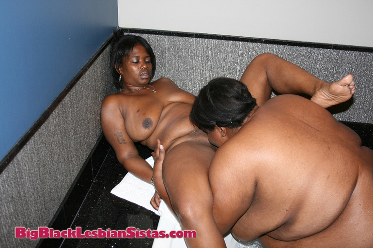 Young black lesbians eating pussy