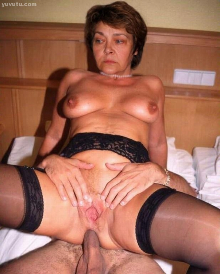 Woman deepthroating big dick