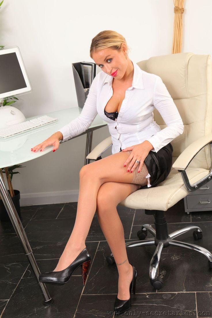 Самые сексуальные секретарши трахаются в разных позах #10
