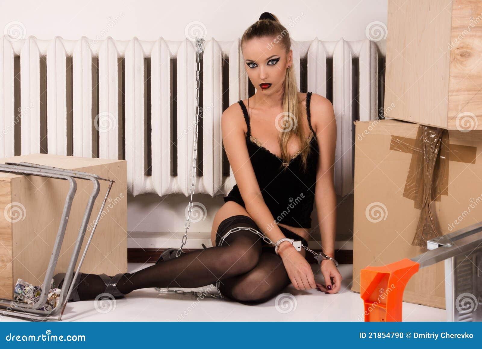 Секс с привязанной девушкой на дому, Порно видео онлайн: ДомашнееБондаж и связывание 1 фотография