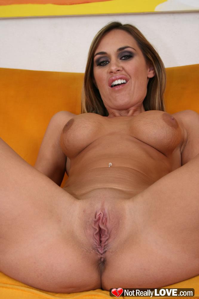 Free nude lesbian clip