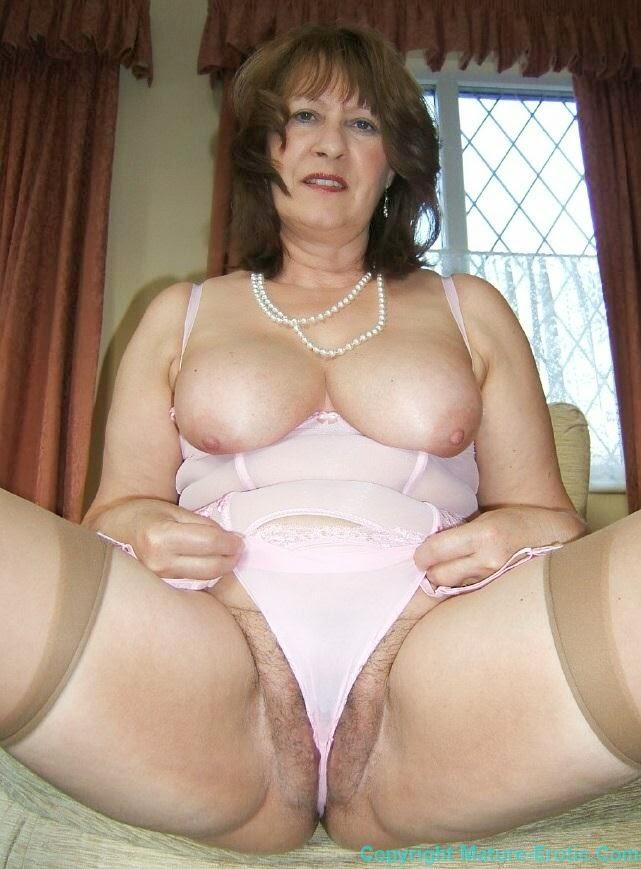 Nicki minaj breast pop out
