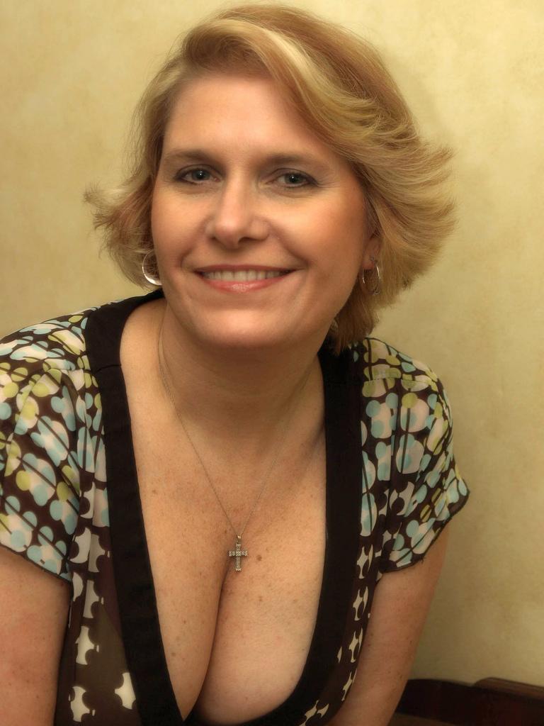 Hot milf solo nude mature women