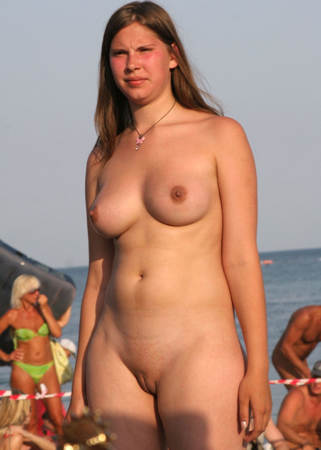 busty mommy naked