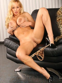 Sexy naked blonde girl pussy