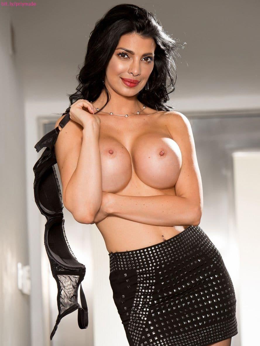 stunning nude lady