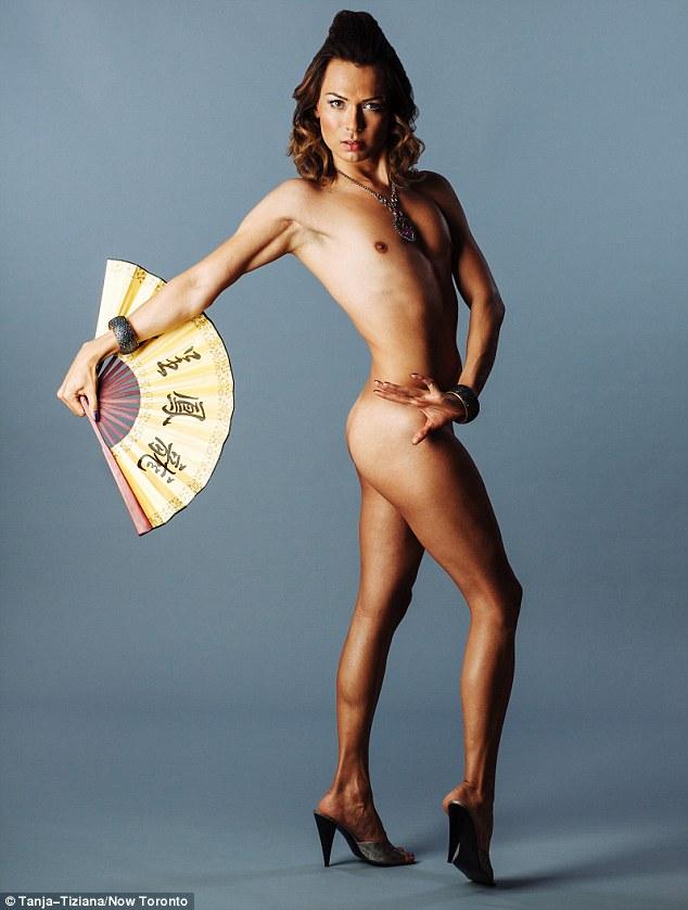 Slutty amateur posing naked cougar gets wild