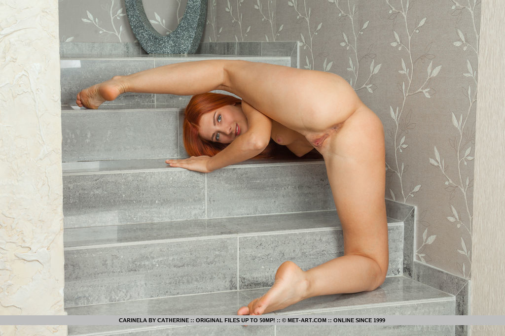 Amateur bikini butt crack girl