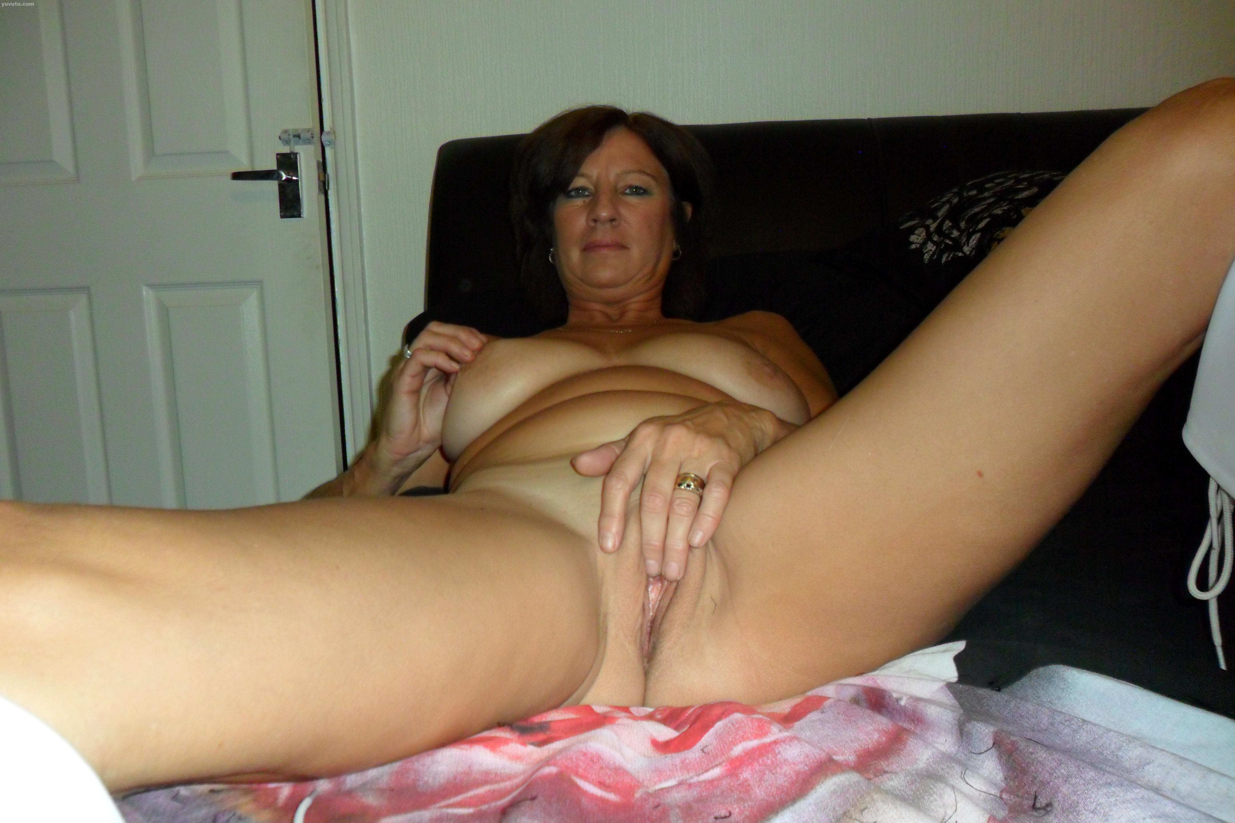 Sexy naked black bitch