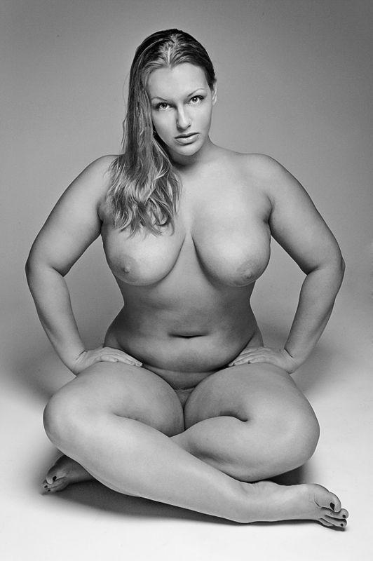 Nude thick chicks — photo 2
