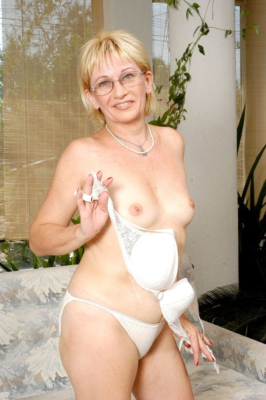 Clebes nude gag